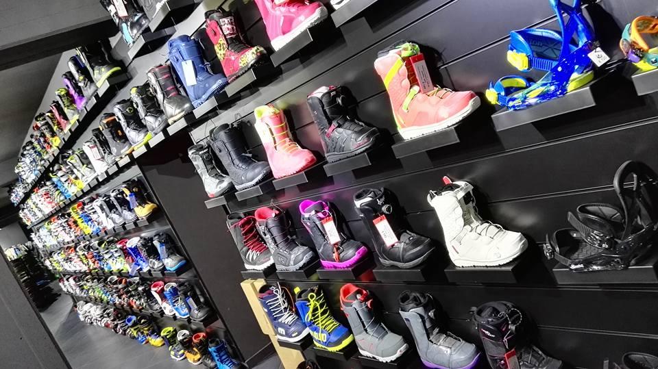 Assortimento di scarponi snowboard